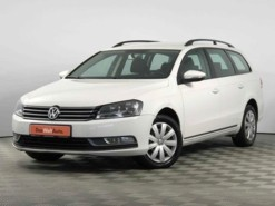 Volkswagen Passat 2012 г. (белый)