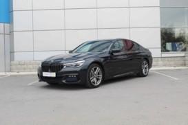 BMW 7er 2017 г. (серый)