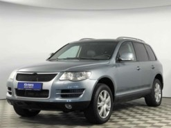Volkswagen Touareg 2008 г. (серый)