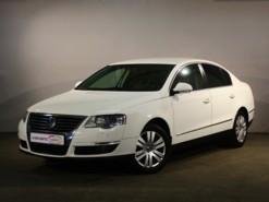 Volkswagen Passat 2010 г. (белый)