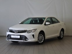 Toyota Camry 2015 г. (белый)