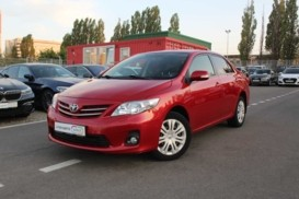 Toyota Corolla 2010 г. (красный)
