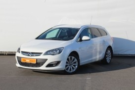 Opel Astra 2015 г. (белый)