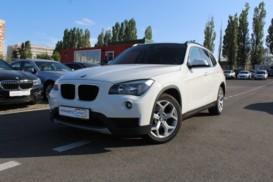 BMW X1 2012 г. (белый)