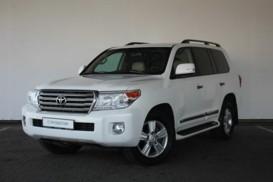 Toyota Land Cruiser 2014 г. (белый)