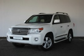 Toyota Land Cruiser 2014 г. (белый)