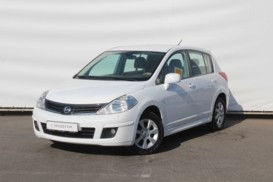Nissan Tiida 2012 г. (белый)