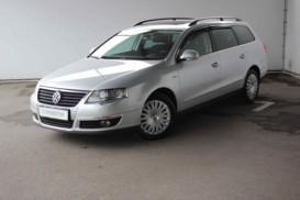 Volkswagen Passat 2009 г. (серебряный)