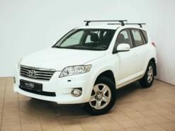 Toyota RAV4 2010 г. (белый)